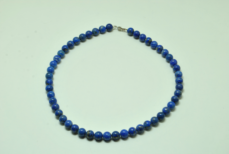 Collier de perles en lapis lazuli